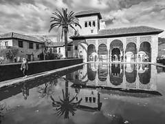 Palacio del Partal, La Alhambra de Granada, Andalucía, Spain (Angel Talansky) Tags: granada alhambra andalucia spain reflejos estanque palacio palaciodelpartal partal reflection laalhambra alberca torredelasdamas 1000