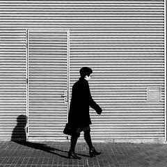 The business woman (pascalcolin1) Tags: paris13 femme woman businesswoman business porte door soleil sun ombre shadow photoderue streetview urbanarte noiretblanc blackandwhite photopascalcolin carré square