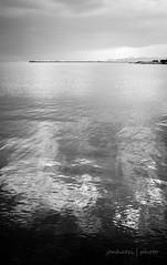 Φάληρον (jonhatzi) Tags: θάλασσα σύννεφα κυματισμόσ ορίζοντασ λιμενοβραχίων ιστιοπλοικά καθρέπτισμα sea clouds ripple horizon breakwater sailing reflection