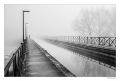 Pont canal Digoin dans le brouillard (JG Photographies) Tags: europe france french bourgogne saoneetloire digoin paysage pontcanal jgphotographies canon7dmarkii noiretblanc brouillard
