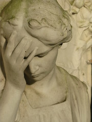 Nordfriedhof Wiesbaden (Bea tedo) Tags: statue wiesbaden januar nordfriedhof frauenfigur