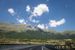 Gran Sasso . (:: Blende 22 ::) Tags: italien blue sky italy mountain green clouds landscape nationalpark rocks cloudy bluesky fields gran abruzzo gransasso sasso abruzzen canoneos5dmarkii ef2470f28liiusm