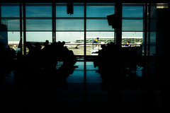 Terminal II Waitinghall (~Larusso~) Tags: shadow summer people window munich münchen airplane airport waiting sunny terminal deck 24mm f80 flughafen flugzeug lufthansa airfield 2015 aperturepriority dephoffield ¹⁄₂₀₀secatf80 canoneos70d nikcollection