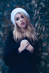 Camille (One_Penny) Tags: bayern camille deutschland germany münchen westpark bavaria canon6d girl munich nature outdoor park photography portrait woman hair leaves winter cold portraiture dof snow hat eyes expression
