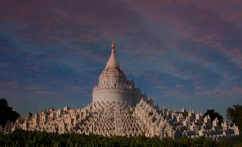 "Torres legendarias / Faros, minaretes, campanarios, rascacielos • <a style=""font-size:0.8em;"" href=""http://www.flickr.com/photos/30735181@N00/32493401566/"" target=""_blank"">View on Flickr</a>"