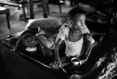 Photographer: Marilyn Silverstone (liberationwarbangladesh.org) Tags: asiansouthasianorigin asiatiquedelasiedusud boy3to13years faim fatigue garçon3à13ans grayscale hindouisme hinduism hunger intérieur interior pauvreté poverty sleep sommeil woman
