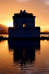 House of the rising sun... (modestino68) Tags: casa house lago lake tramonto sunset sole sun riflessi reflects acqua water theanimals thedoors