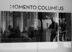 Momento Colombus (Vitor Pina) Tags: street monochrome blackwhite people streetphotography streets shadows scenes moments momentos man men urban urbano rua reflection pretoebranco pessoas photography contrast candid city