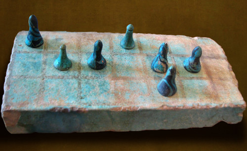 "Senet - Lujoso sistema de objetos lúdicos obsequio del dios Toht a la faraona Nefertari • <a style=""font-size:0.8em;"" href=""http://www.flickr.com/photos/30735181@N00/31678195434/"" target=""_blank"">View on Flickr</a>"