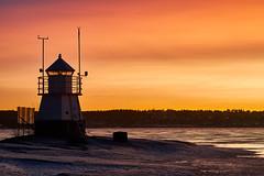 VSK_2611 (Ville Kiiveri) Tags: siilinkari tampere näsijärvi nikon d750 majakka lighthouse rocks sunset voigtländer winter