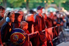 Umsonst und Draussen (mattrkeyworth) Tags: people zeiss würzburg musicfestival honig musikfest umsonstunddraussen sal85f14z planart1485 udwue sonnart18135 laea3 sonya7r ud2015 udwue2015 sonnart148