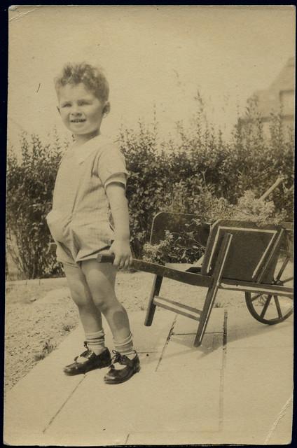 shoes child kind 1928 schubkarre söckchen 3geburtstag archivhansmichaeltappen