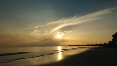 amanecer (glezygber) Tags: landscape paisaje celular xt motorola sea water beach summer motog sunrise holiday light sun yellow