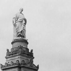 Tributo ad Alessandro Volta (sirio174 (anche su Lomography)) Tags: volta alessandro alessandrovolta pila como monumento monument