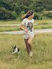 Nath, Tigrão, Maggie May e Johnny (Cadu Dias) Tags: luz natural light manhã nikon df 85 85mm book brazil brazilian brasil cadu dias cadudias cadupdias day nikondf woman girl mulher prime lens portrait retrato dog dogs cachorro cachorros cão cães people ritratti
