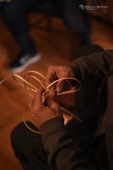 _fazendo Caxixi (marziabertelli) Tags: manualitò caxixi balanco do mar napoli naples toca tatu artigiano art made homamade artigianalmente mani midollino hands mano intreccio cross incrocio seminario berimbau