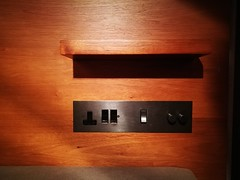 Power outlet (A. Wee) Tags: cathaypacific 国泰航空 机场 airport hkg hongkong 香港 china 中国 thepier lounge power