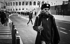 Smoking down the street with style - Rome # 1 (davide978) Tags: davide978 mg7540 canon canonef50mmf14usm canonef50f14 50 50mm ff roma rome colosseo colosseum romani antichi fori viale peope street man stile 2017 bw history storia coliseum colisée κολοσσαίο stadion besar stadionbesar coliseo stadio