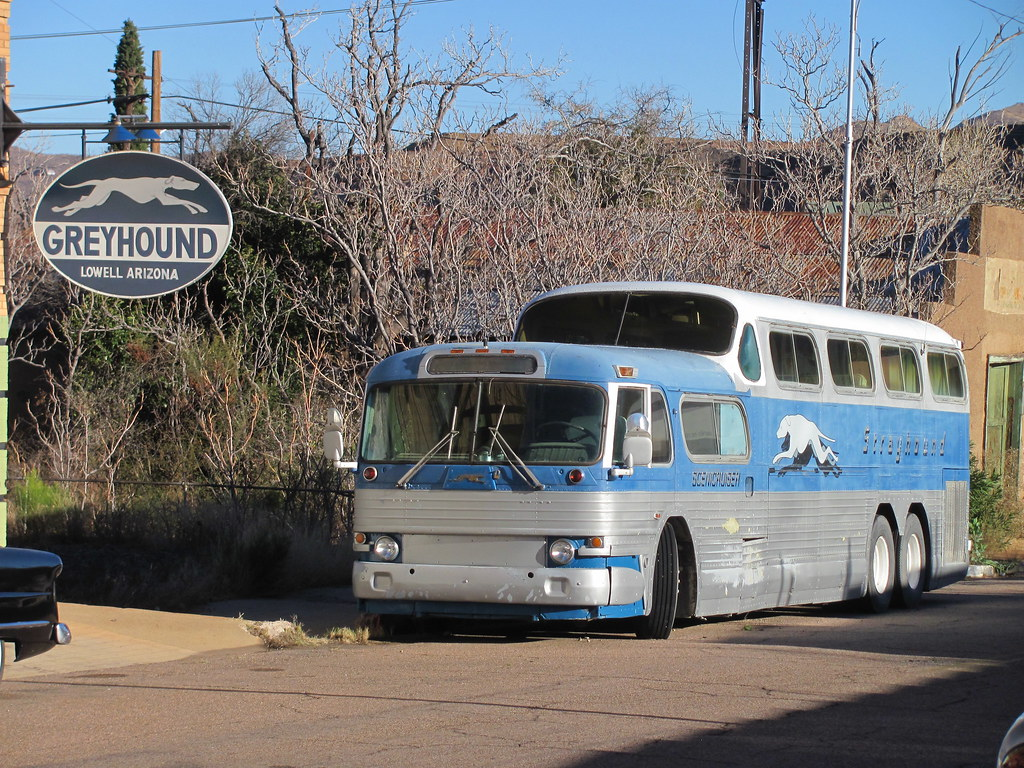 When Americans think of buses, the name Greyhound inevitably comes to mind. Avid bus enthusiast and historian, William A. Luke compiles ten dozen fascinating photographs depicting the great variety of buses the company has used from its beginning in to present.