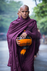 Morning alms, Mandalay (mgirard011) Tags: asie lieux myanmarbirmanie mandalay mandalayregion mm 100faves
