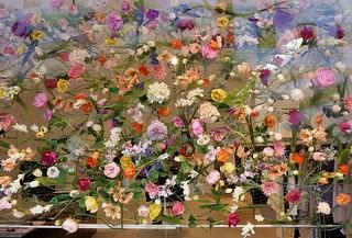Frühlingsdeko im Bekleidungsgeschäft  /   Spring decoration in the clothing shop