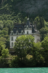 Schloss Seeburg ( Château - Castle - Baujahr 1907 ) im Dorf Iseltwald am Brienzersee im Berner Oberland im Kanton Bern der Schweiz (chrchr_75) Tags: chriguhurnibluemailch christoph hurni schweiz suisse switzerland svizzera suissa swiss chrchr chrchr75 chrigu chriguhurni mai 2015 hurni150531 kantonbern berner oberland berneroberland brienzersee see lac lake lago albumbrienzersee sø järvi 湖 alpensee landschaft landscape natur nature kanton bern berne berna bärn albumschweizerschlösserburgenundruinen