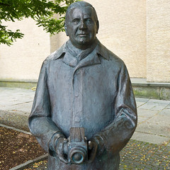 Victor Hasselblad (Housemill) Tags: statue gteborg lumix gothenburg victor panasonic hasselblad sverige sommar gtaplatsen staty lx5