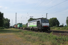 E-loc 189 209-0(Empel-Rees 18-7-2015) (Ronnie Venhorst) Tags: road railroad sport yard train canon de deutschland eos rebel european outdoor d nederland siemens eisenbahn rail railway zug bahnhof cargo container railwaystation shuttle gateway vehicle locomotive loc t3 bahn 209 rees services trein spoor duitsland 1100 189 spoorwegen lok treinen 2014 spoorweg 2015 emmerich empel millingen dloc emmerik br189 goederentrein 1100d materieel rurtalbahn containertrein dlok empelrees eos1100d spoormaterieel eos1100