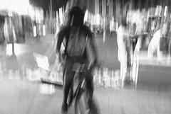 Veloz - Speedy (COLINA PACO) Tags: blackandwhite bw blancoynegro speed bicicleta velocidad highspeed