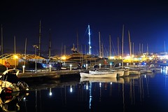 entre botes (Fnikos) Tags: night port boat dark darkness sky skyline water waterfront sea light reflection vehicle outdoor
