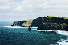 Cliffs of Moher (desomnis) Tags: ireland irland eire cliffsofmoher cliff cliffs coast coastline europe landscape landscapephotography landschaft landscapes countyclare rocks desomnis canon6d tamronsp2470mmf28 tamron2470mm skyandclouds sea ocean atlanticocean nature naturephotography