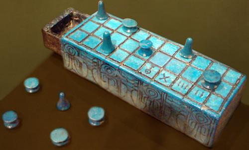 "Senet - Lujoso sistema de objetos lúdicos obsequio del dios Toht a la faraona Nefertari • <a style=""font-size:0.8em;"" href=""http://www.flickr.com/photos/30735181@N00/31709915943/"" target=""_blank"">View on Flickr</a>"