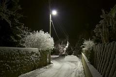 Winternacht (fotio14) Tags: winter nacht strasenbeleuchtung schnee gasse strase dorf beleuchtung sachsen grosenhain