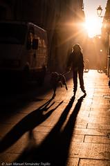 La calle con la luz más bonita de Granada (juanmatruji) Tags: pentax fujifilmx granada 35mm ligth shadows 2016 street