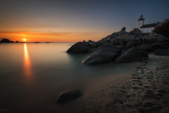Pontusval (Tony N.) Tags: france finistère bretagne pontusval phare lighthouse sunset coucherdesoleil couchant sea mer rocks rochers orange sky ciel vanguard nikkor1635f4 d810 tonyn tonynunkovics plage beach seascape