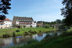 Echternacherbrck, am Ufer der Sauer (p_jp55 (Jean-Paul)) Tags: bridge river germany deutschland rivire pont brcke fluss allemagne rheinlandpfalz sauer echternacherbrck sre eifelkreisbitburgprm