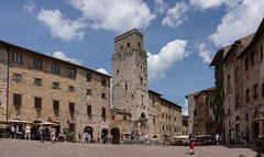 Plein in San Gimignano (Fred's Fotoblog) Tags: sony sangimignano toscane itali lightroom nex7 sonynex7 sel1650mm hoogtepuntenvantoscane provinciepisa