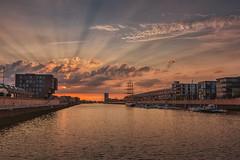 Sonnenuntergang im Europahafen in Bremen (Hyloo) Tags: longexposure nightphotography sunset river twilight colorful wasser cityscape sonnenuntergang himmel architektur dämmerung bremen weser spiegelung stadtbild langzeitbelichtung northerngermany überseestadt