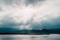 (wongwt) Tags: sea taiwan scenary  tw touristattraction crepuscularrays   newtaipeicity jinshandistrict huanggangharbor sel2470za sonya7ii