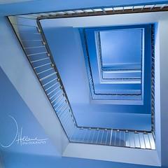 Staircase - looking up (janeway1973) Tags: staircase treppenhaus architecture architektur interior interieur stairs treppen stufen railing geländer blue blau cellphoneshot handyfoto s7