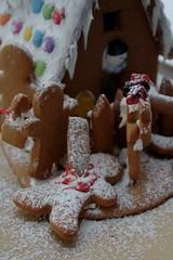 Attack of the gingerbread zombies (IX) (dididumm) Tags: gingerbreadhouse gingerbreadzombies winter snow christmas baking homemade selbstgemacht backen gebäck weihnachten schnee lebkuchenhaus lebkuchen lebkuchenzombies