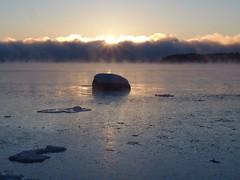 Rocky sunrise (Jarno Nurminen) Tags: finland helsinki lauttasaari balticsea mist winter cold sunrise