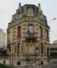 Une autre maison Art Nouveau, mais où???  Il s'agissait du Château de la lune (1900), 1 rue Gallice, Epernay (51) (Yvette G.) Tags: quelestcelieu architecture artnouveau belleépoque épernay marne 51 champagne grandest henriclouet fournimontaudon