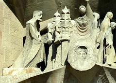 Basílica de la Sagrada Familia, Barcelona, España. (PGARCIA.) Tags: sagradafamiliadegaudí basílicadelasagradafamilia barcelona spain antonigaudí fachadadelapasión grupodelaverónica arte piedra fachadas iglesias josepmaríasubirachs edificiosreligiosos cataluña mediterráneo modernismo atracciónturística arquitectura escultura