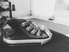 Converse + bokeh #iphoneography (ITZ_JOHNNY ROCK) Tags: blackandwhite bw mexico chiapas converseshoe iphoneography bokehwithiphone