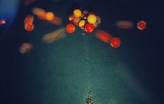 Billard (06) (Rüdiger Stehn) Tags: bulb analog 35mm deutschland europa dia scan 1980s billard billiard schleswigholstein langzeitbelichtung kugeln norddeutschland mitteleuropa hausderjugend jugendtreff analogfilm kronshagen kleinbild minoltasrt100x canoscan8800f kbfilm 1980er diapositivfilm jugendtreffaktivität hausderjugendkronshagen stellungb