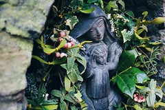 Mother (lua_soleil) Tags: avalon glastonbury christmas wintersolstice solstice happysolstice inglaterra england uk reinounido planesdefinde escapada escapadas wanderlust viajar viajes viajera mochilear mochileros fotosdeviajes blogdeviajes fotografiadeviajes chalicewell mother mary virginmary goddess madre maria virgenmaría