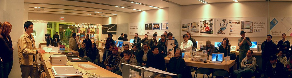 Panel Wide Q & A  - Toronto Area Photobloggers 2 at Apple Store Yorkdale, 2.26.2006