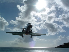 Landing in St-Maarten, Netherlands Antilles (lilith121) Tags: ocean sea beach beautiful st airplane j atlantic stunning l caribbean maarten antilles sintmaarten i500 interestingness420 photooftheweek043006