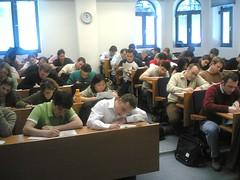 Studenter skriver prov, kanske är det Högskoleprovet